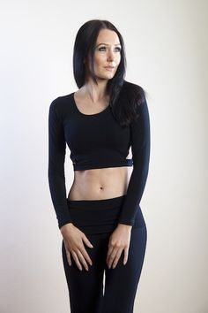Zizi 21312303 - Feel ready to burst into any dance or fitness routine in our Zizi crop top. With its long sleeves and sexy triangle cut outs at the sides it certainly adds style to your fitness wardrobe. Made from cotton and Lycra. Please refer to our size guide for the perfect fit. Model wears size S.