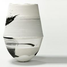 Hannah Tounsend, ceramic vessel click the image for further information Modern Ceramics, Contemporary Ceramics, White Ceramics, Pottery Bowls, Ceramic Pottery, Thrown Pottery, Slab Pottery, Porcelain Ceramics, Ceramic Bowls