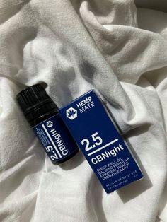 Auch CBN kann mit dem körpereignen Endocannabinoidsytsem interagieren und so die Schmerz- und Entzündungsregulierung sowie den Schlaf-Wach-Zyklus beeinflussen. Jedoch unterstützen Forschungsergebnisse die Auffassung, dass sich CBN noch intensiver als CBD auf den Schlaf und auf den Einschlafprozess auswirken kann. So haben wir für alle, die schlecht einschlafen können oder einen unruhigen Schlaf haben, das CBNight Schlaföl mit CBN, Johanniskrautöl und wertvollen ätherischen Ölen entwickelt Endocannabinoid System, Stress, Smart Water, Water Bottle, Falling Asleep, Hemp, Breast Feeding, Healing, Products