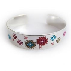 armband borduren - Google zoeken Dog Bowls, Om, Cross Stitch, Bracelets, Google, Leather, Punto De Cruz, Seed Stitch, Cross Stitches