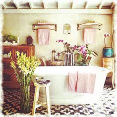 Love this #bathroom with a free standing #tub and #pink #accents! It looks so #french #provencal! #beautiful #eclectic #unique #homedecor #homeideas #dreamhome #inspiration #interior #design #interiordesign #interiordesignideas