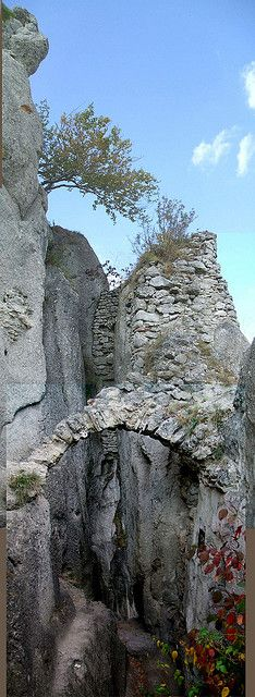 Szulyó vár panoráma - Vertical Panorama of Castle Ruins Szulyo in Slovakia, Fatra Mountains