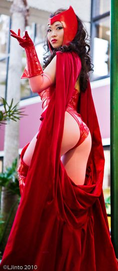 Scarlet Witch at Megacon I by *yayacosplay