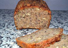 Jeg er vokset op med hjemmebagt rugbrød. Gennem hele min barndom har min mor bagt 4 store rugbrød ca. hver 14. dag – det ene blev taget i brug med det samme og de resterende 3 blev frosset ned og taget op et ad gangen. Derfor kan det også undre mig, at jeg ikke selv … Amish Bread, Rye Bread, Danishes, Pastry Cake, Fabulous Foods, Ene, Bread Baking, Bread Recipes, Baked Goods