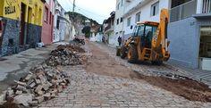 Jacobina - Um dia após alagamentos, várias ruas da cidade ainda estão cobertas de lama e buracos; veja imagens