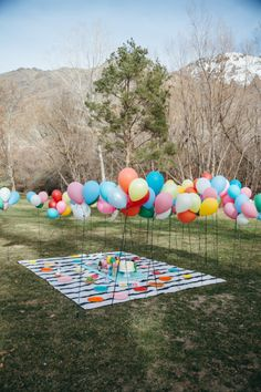 DIY Balloon Wall - perfect for parties or picnics! #DIY #balloon #wall
