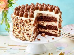 Unser beliebtes Rezept für Schoko-Bon-Torte und mehr als 55.000 weitere kostenlose Rezepte auf LECKER.de. Creme, Tiramisu, Pies, Backen, Delicious Dishes, Biscuit, Birthday Cakes, Popular Recipes, Holidays