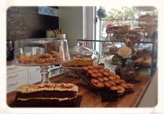 Parte de nuestro mostrador de dulce. #giuliettacafe