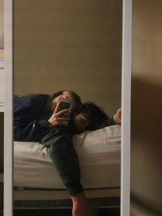 Cute Couples Photos, Cute Couple Pictures, Cute Couples Goals, Couple Goals, Couple Photos, Emo Couples, Teenage Couples, Relationship Goals Pictures, Cute Relationships