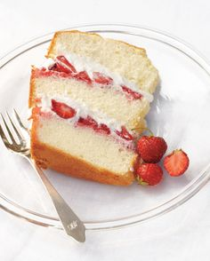 Chiffon Cake with Strawberries and Cream From: Martha Stewart Living Sweet Tooth Anyone? This Chiffon Cake with Strawberries and Cream has been our Founder Spring Desserts, Just Desserts, Delicious Desserts, Dessert Recipes, Dessert Healthy, Light Desserts, Baking Recipes, Drink Recipes, Appetizer Recipes