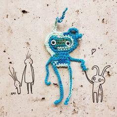 "178 likerklikk, 21 kommentarer – AmiStreetart (@amistreetart) på Instagram: ""Someone to look up to 😊 #ami #amigurumi #amistreetart #gatekunstbergen #bergengatekunst #streetart…"""