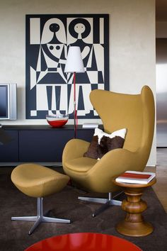Modern Interiors Featuring The Iconic Egg Chair - lifestylerstore - http://www.lifestylerstore.com/modern-interiors-featuring-the-iconic-egg-chair/