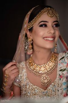 The shimmery eyes and a dewy makeup to complete her swoon-worthy bridal look. #bridalmakeup #weddinginspo #bride #shaadisaga #brideinspiration #weddingmakeup