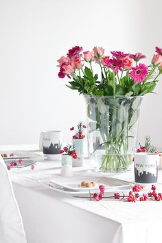 Dining Room • Table Setting • Decoration • Flower • Interior