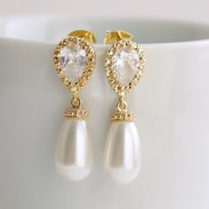 Pearl and Crystal Earring in Gold