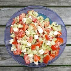 Tomaten-Gurken-Salat mit Feta Experiments from my kitchen: tomato-cucumber-salad with feta Salad Recipes Healthy Lunch, Salad Recipes For Dinner, Chicken Salad Recipes, Salads For A Crowd, Easy Salads, Food For A Crowd, Mediterranean Quinoa Salad, Feta Salat, Caprese Salat