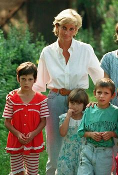 August Diana, Princess of Wales visited Bosnia as part of her campaign to ban landmines. Lady Diana Spencer, Princes Diana, Real Princess, Hm The Queen, William Kate, Prince William, Prince Of Wales, Queen Of Hearts, Duchess Of Cambridge
