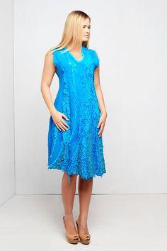 De jurk is gemaakt van zijde chiffon en merinoswol, met nunofelt techniek. Mooie kleur, het perfecte model verbergt figuur.  De kwaliteit en duurzaamheid gegarandeerd. Regina Doseth  ------------------------------------------------ Maat: L/XL Borst 100-114 cm. De totale lengte 100 cm.  Kleur: Turquoise.  Materialen: Zijde chiffon, merinoswol. -------------------------------------------------  Zorg is net als alle wol item, eenvoudig en zacht. Ijzer met stoom. Gedetailleerde onderhoudsins...