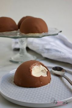 Make ice cream bonbons for dessert (only 2 ingredients) - Dessert Recipes Mini Desserts, Pudding Desserts, Fall Desserts, Christmas Desserts, Delicious Desserts, Yummy Food, Easy Smoothie Recipes, Snack Recipes, Ice Cream Recipes