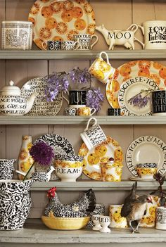 Emma Bridgewater Pottery ~ As you'd expect, our Marmalade pieces are perfect with Black Toast. Scattered with golden Seville oranges ready for the pot they are perfect foil for the monochrome of Black Toast and our new Black Wallpaper. Dresser Inspiration, Emma Bridgewater Pottery, Welsh Dresser, Kitchen Dresser, 233, English Pottery, Cottage Living, Country Kitchen, Rustic Kitchen
