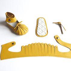 #Scarpina #PrimiPassi fai da te  su zigzagmom.com. My First baby shoes DIY