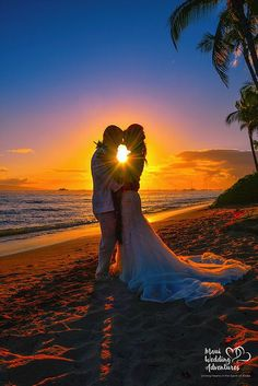 Beach Wedding Photos I love the Pose Ideas of the sun rays coming through on this picture. Perfect for a Maui beach wedding. Sunset Beach Weddings, Beach Wedding Photos, Beach Wedding Photography, Maui Weddings, Wedding Poses, Wedding Tips, Wedding Photoshoot, Quirky Wedding, Destination Weddings