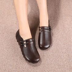 SOCOFY Pure Color Double Buckle Leather Retro Flat Shoes