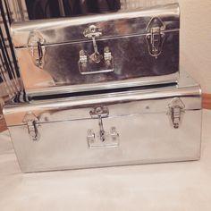 Meine Deko Chrom Koffer für das Schlafzimmer von maisons du Monde