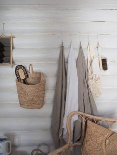 Hirsimökin muodonmuutos: saunatupa | SLIIK Summer House Interiors, Cabin Interiors, Home Beach, Beach House, Log Wall, Modern Cottage, Hygge, Curb Appeal, Sweet Home