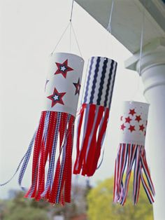 Firecracker flags are easy-to-make decorations for the 4th of July. If we have the boys walk the parade, we could do a Johnny Appleseed theme or have the boys dress in their dress blues with this hanging from a stick over their shoulder blowing in the wind.