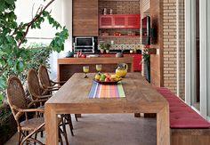 A varanda gourmet é a queridinha da casa, assinada pela designer de interiores… Kitchen Dining, Kitchen Decor, Dining Table, Dining Room, Sweet Home, Interiores Design, Home Kitchens, House Design, Decoration