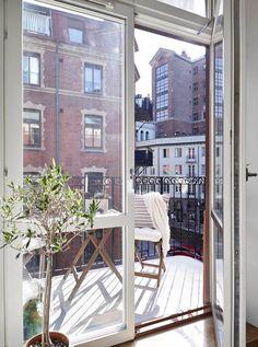 Les petites surfaces du jour : un studio avec une chambre en alcôve (via Bloglovin.com )