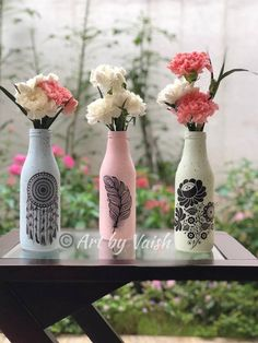 Upcycled art - a set of 3 vases made with Itsy Bitsy chalk paints Painted Glass Bottles, Glass Bottle Crafts, Wine Bottle Art, Diy Bottle, Decorated Bottles, Glass Painting Designs, Pottery Painting Designs, Bottle Painting, Diy Arts And Crafts