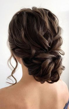 Bridal Hair provide the perfect finishing touches to your wedding day look and really make you shine on your big day. Wedding hairstyles can be really hard to decide on as there are so many bridal hairstyles to choose from. Wedding Hair Up, Wedding Hairstyles For Long Hair, Updos For Wedding, Updo For Long Hair, Curly Hair Updo Wedding, Wedding Themes, Wedding Colors, Ball Hairstyles, Bride Hairstyles