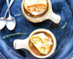 French Onion Soup with Lager. A sublime classic, cheese draped onion soup with a delicious beer infused broth from Samuel Adams craft lager Samuel Adams, Paula Deen, Beer Soup, Best French Onion Soup, Onion Soup Recipes, Cooking With Beer, Spicy Soup, Soup Appetizers, Turkey Soup
