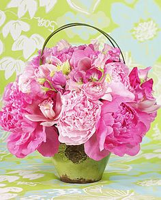 Lilly Pulitzer Flower Arrangement Use the cheery Lilly Pulitzer color palette to create beautiful arrangements. A variety of feminine flowers, including peonies and sweet peas, were used here. I LOVE PEONIES! Pink Flower Arrangements, Peony Arrangement, Floral Centerpieces, Spring Blooms, Spring Flowers, Fresh Flowers, My Flower, Beautiful Flowers, Flower Power