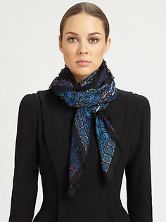 How to wear a scarf square neck scarves Ideas Ways To Tie Scarves, Ways To Wear A Scarf, How To Wear Scarves, Square Scarf How To Wear A, Mode Ab 50, Scarf Knots, Mode Chic, Neck Scarves, Mode Outfits