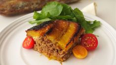 Pastelon is the quintessential homemade dish, and it mixes the sweetness of fried ripe maduro with the cooked meat and sofrito, which is traditional in Puerto Rican kitchens! Puerto Rican Mofongo, Puerto Rican Dishes, Puerto Rican Recipes, Puerto Rico, Recetas Puertorriqueñas, Boricua Recipes, Chicharrones, Macaroni Salad, Latin Food