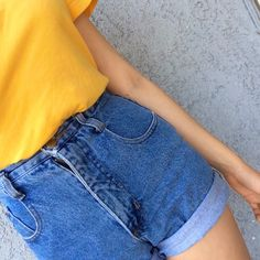 ✭○yellow short sleeve shirt, jean shorts○✭