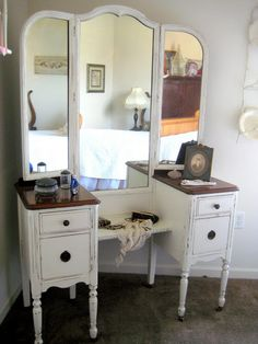 28 New Ideas For Makeup Vanity Redo Diy Dressing Tables Shabby Chic Bedrooms, Shabby Chic Homes, Shabby Chic Decor, Shabby Chic Vanity, Vanity Table Vintage, Antique Vanity, Vanity Tables, Makeup Tables, Repurposed Furniture