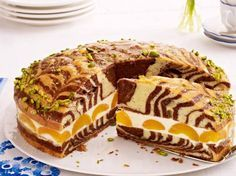 Fruchtig gefüllt mit Zitronencreme und Aprikosen wird der Zebrakuchen schön sa… Fruity filled with lemon cream and apricots, the zebra cake is beautifully juicy. We show step by step how the pattern comes into the cake. Apricot Recipes, Sweet Recipes, Cake Recipes, Cake Cookies, Cupcake Cakes, Cake & Co, Marble Cake, Lemon Cream, Cakes And More