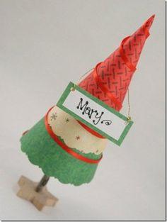 Grazioso segnaposto per la tavola di Natale, sarà un piacere scoprire quale decorazione natalizia ci appartiene!