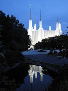 Washington DC LDS temple Love the reflection! Mormon Temples, Lds Temples, Lds Temple Pictures, Dc Travel, Lds Mormon, Lds Church, Latter Day Saints, Kirchen, Washington Dc