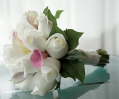 Fresh bouquets of flowers adorn wedding celebrations at The Ritz-Carlton New York, Battery Park.
