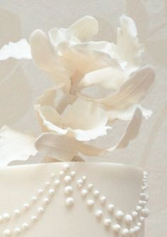 Pearls and Drapes wedding cake close up