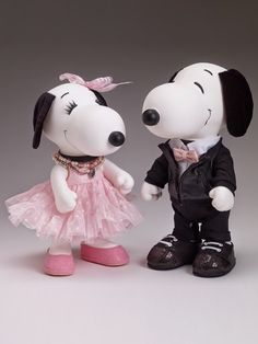 Bring back happy childhood memories with fashin Snoopy and his cute Sister Bell. They are dressed to impress this year. Fashion First Snoopy and Belle Peanuts Cartoon, Peanuts Snoopy, Snoopy Toys, Putting On The Ritz, Joe Cool, Charlie Brown Peanuts, Snoopy And Woodstock, Doll Face, Childhood Memories