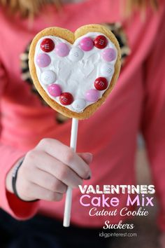 I Dig Pinterest: Valentines Cake Mix Cutout Cookie Suckers