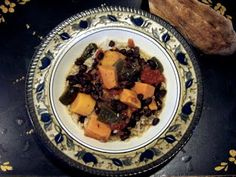 South American Sweet Potato and Black Bean Stew http://purefoodsproject.blogspot.com/2009/12/winter-go-to-for-slow-cooker.html