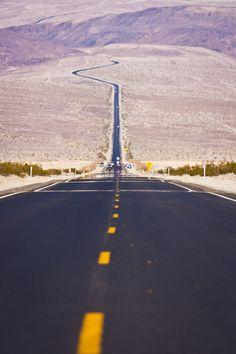 The very hot road, Death Valley | California '95 rondreis door het zuidwesten van de USA met camper. het was een geweldige reis! met manlief