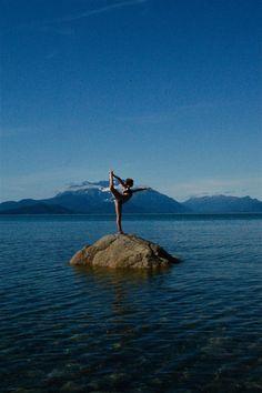 looks like a great place to do yoga to me! Bikram Yoga, Vinyasa Yoga, My Yoga, Sabrina Sato, Namaste Yoga, Yoga Meditation, Yoga Inspiration, Fitness Inspiration, Dancers Pose